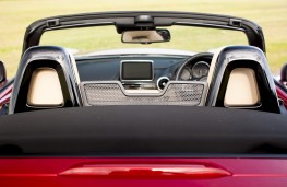 Mazda MX-5 2.0 Sport Nav, head restraints