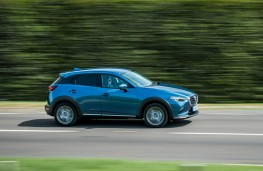 Mazda CX-3, side action