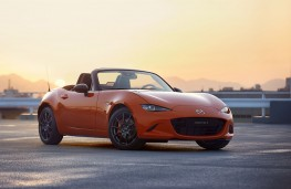 Mazda MX-5 30th Anniversary Edition Roadster front threequarters