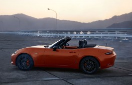 Mazda MX-5 30th Anniversary Edition Roadster side