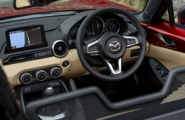 Mazda MX-5, dashboard