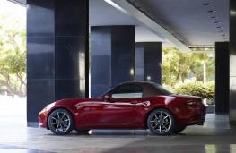 Mazda MX-5 soft top 2019 profile