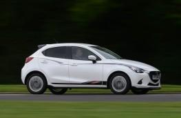 Mazda2 Sport Black, side action