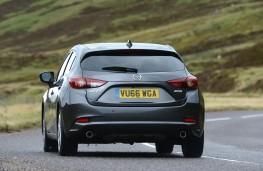 Mazda3, rear action