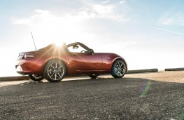 Mazda MX-5 Roadster Coupe, side