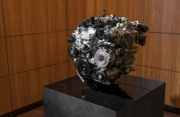 Mazda3 SkyActiv-X, 2019, engine, display