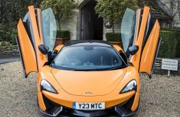 McLaren 570S Spider, doors open