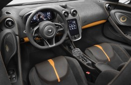 McLaren 570S Spider Design Edition cockpit