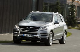 Mercedes M-Class 2012, side, action