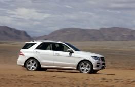 Mercedes M-Class, side