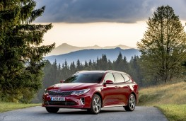 Kia Optima Sportswagon, front quarter
