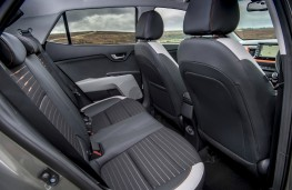 Kia Stonic 1.6 CRDi 'First Edition', interior rear