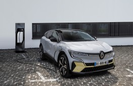 Renault Megane E-Tech, 2021, charging