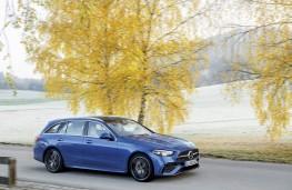 Mercedes-Benz C-Class estate, action sided