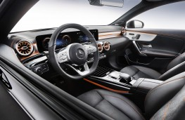 Mercedes-Benz CLA 2019 cockpit