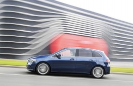 Mercedes-Benz B-Class, side action