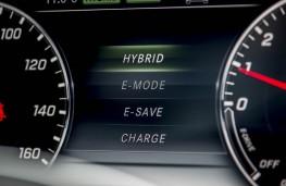 Mercedes-Benz E 300 de, dash detail