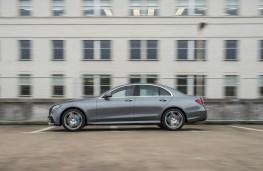 Mercedes-Benz E 300 de, side action