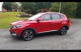 MG ZS 1.5 Excite, side