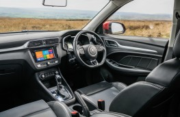 MG ZS, interior