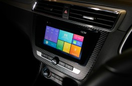 MG ZS, touchscreen