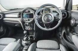 MINI Cooper SD 5-door, dashboard