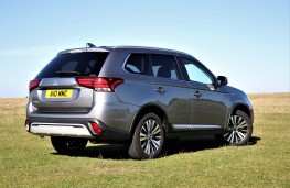 Mitsubishi Outlander 2020 rear