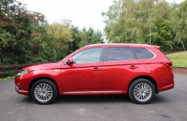 Mitsubishi Outlander PHEV, side static