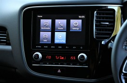 Mitsubishi Outlander touch screen