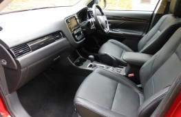Mitsubishi Outlander, front seats