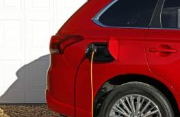 Mitsubishi Outlander PHEV, charging, portrait