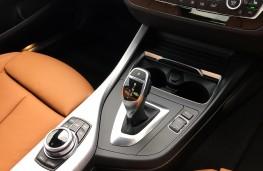BMW M240i, 2017, gear lever