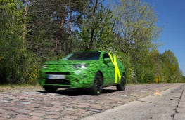 Vauxhall Mokka, 2020, testing, rough surface