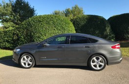 Ford Mondeo Hybrid, side