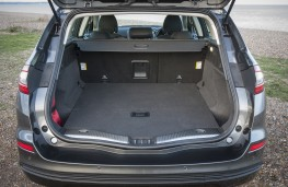 Ford Mondeo estate, boot