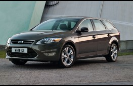 Ford Mondeo estate, front