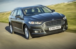 Ford Mondeo estate, front, action