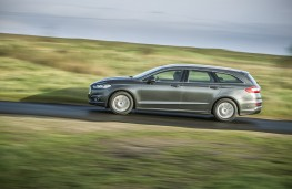 Ford Mondeo estate, side, action