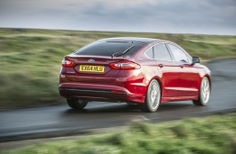 Ford Mondeo hatchback, rear, action