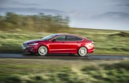 Ford Mondeo hatchback, side, action