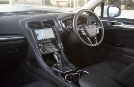 Ford Mondeo hybrid, interior