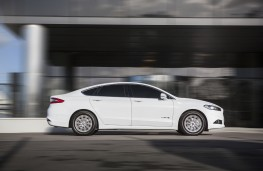 Ford Mondeo hybrid, side, action