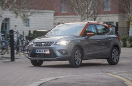 SEAT Arona, 2018, front, action