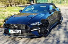Ford Mustang 5.0 V8 GT Convertible, front