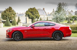 Ford Mustang Fastback, side