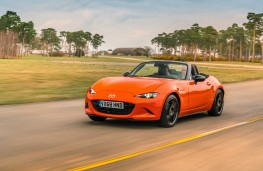 Mazda MX-5 30th Anniversary Edition, 2019, front, action 2