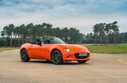 Mazda MX-5 30th Anniversary Edition, 2019, front, static 2
