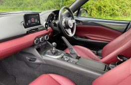 Mazda MX-5 R-Sport, 2021, interior