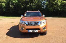Nissan NP300 Navara, front
