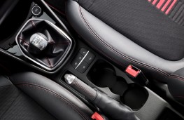 Ford Fiesta ST-Line, 2017, gear lever
